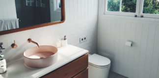 Essential-Bathroom-Safety-Tips-for-Elder-Person-on-contributionblog
